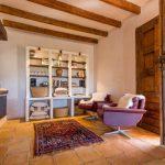 Renovatie en decoratie bibiliotheek oude finca